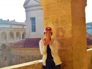 Rebecca voyageant en Provence
