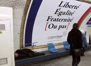 sans-domicile-fixe-dort-dans-une-station-de-metro-a-paris